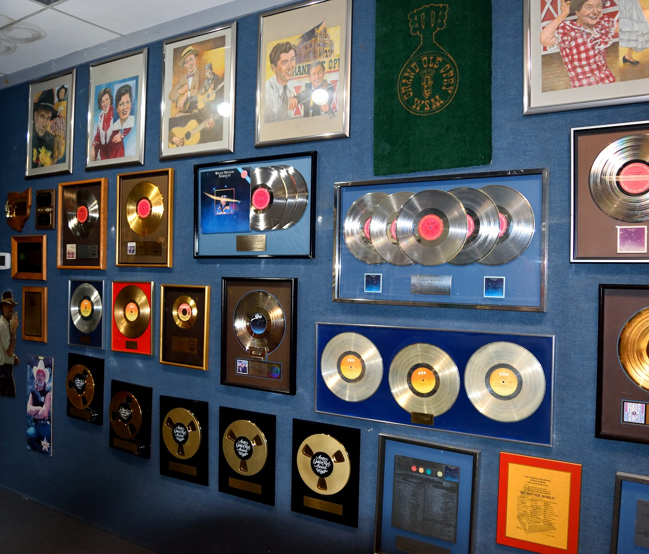 gold-records-3266702_1280