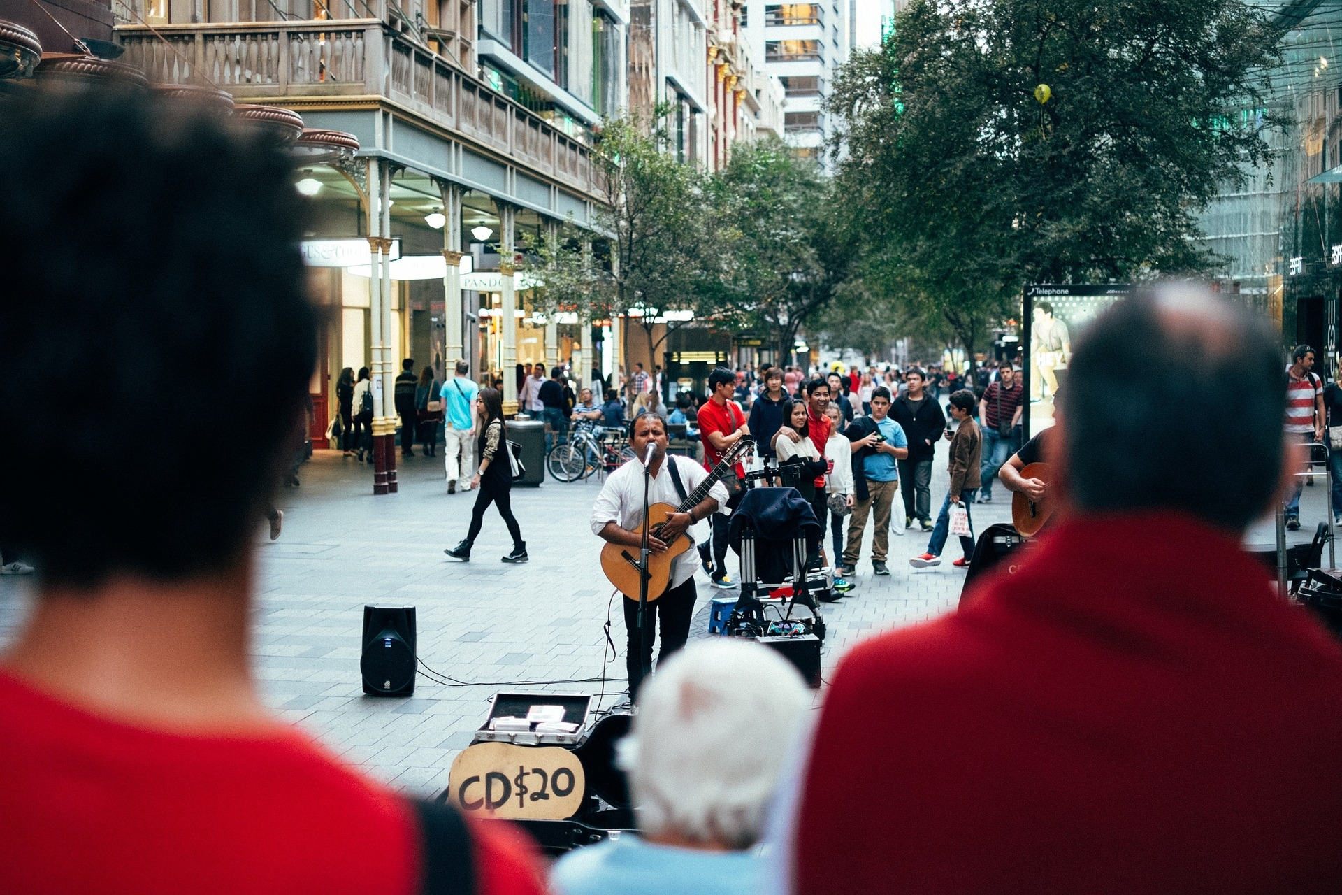 street-performer-691152_1920